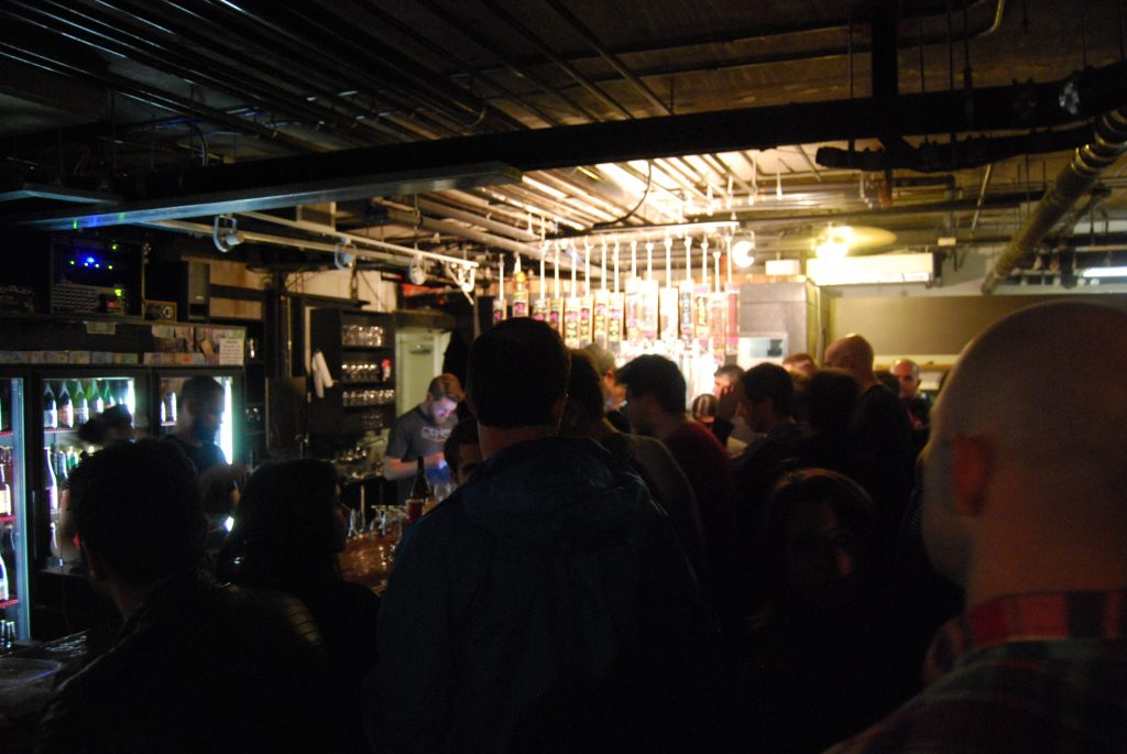 The crowd, post Sante Adairius tapping.